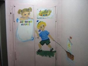 Роспись стены и двери в детском саду